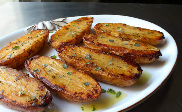 Поливаем жареную картошку лимонным соком: вкус жира ушел и можно есть даже поздно вечером