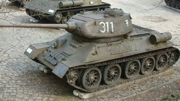 Стоявший на въезде в Новороссийск танк Т-34 принял участие в параде Победы