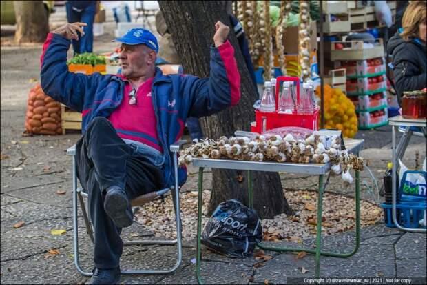 Сходил на «Пенсионерский» рынок в Боснии: прямо как было в России в 90-е