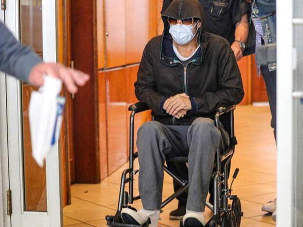 Фото исхудавшего Брэда Питта в инвалидном кресле ошарашило фанатов