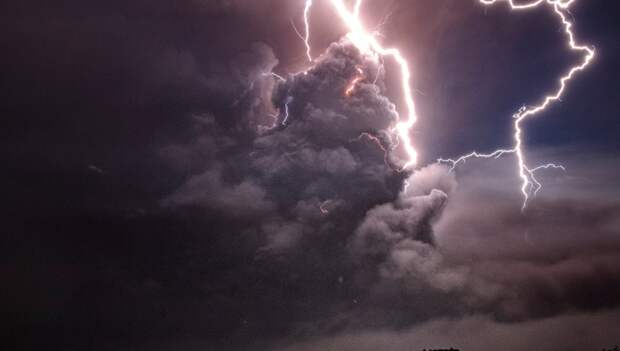 Молния могла стать искрой, положившей начало жизни на Земле