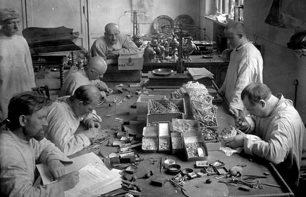 Преступление против нации: Как большевики продавали на Запад царские сокровища оптом и на развес.