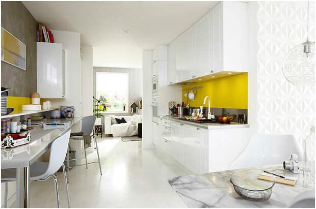 Светлая кухня бело-жёлтого цвета