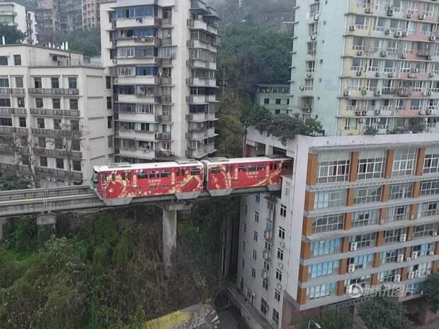 7 поездов, которые проходят через самые необычные места, image #3