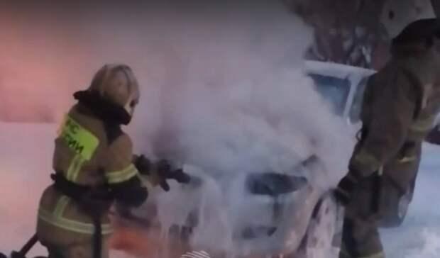 В Нижнем Тагиле на Вагонке Mazda сгорела во время командировки хозяина