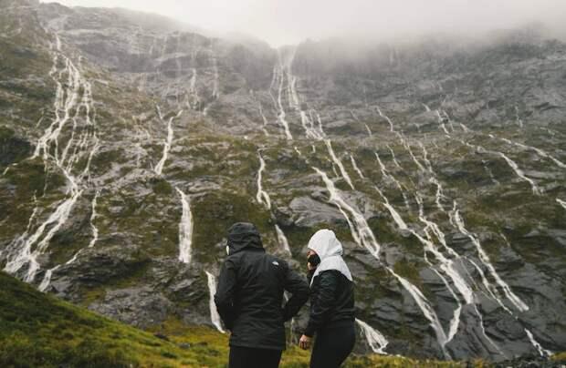 Как не промокнуть в походе: 7 советов при выборе одежды