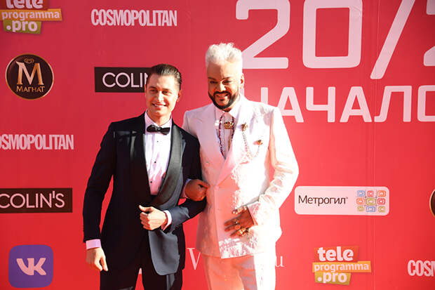 На фото: блогер Давид Манукян (Дава) и певец Филипп Киркоров (справа) перед церемонией вручения ежегодной национальной телевизионной премии в области популярной музыки «МУЗ-ТВ 20/21. Начало мира» во Дворце спорта «Мегаспорт».