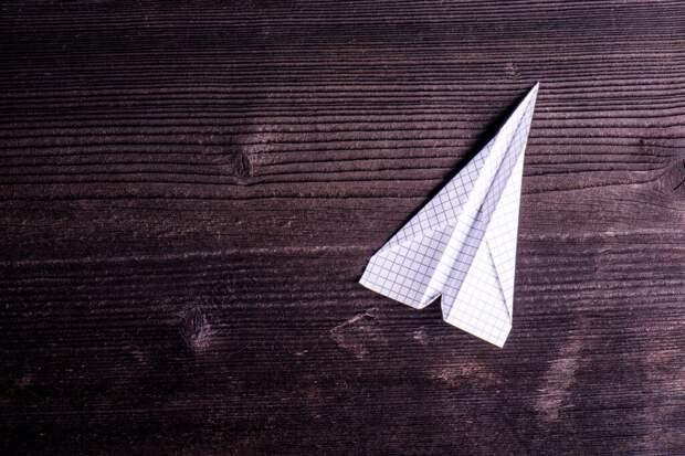 В Украине учительница угрожала ребенку ножом и заставила съесть бумажный самолетик