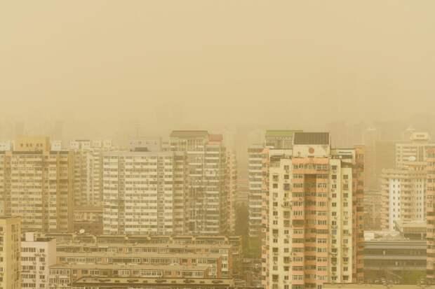 Небо китайской столицы пожелтело отпыли ипеска
