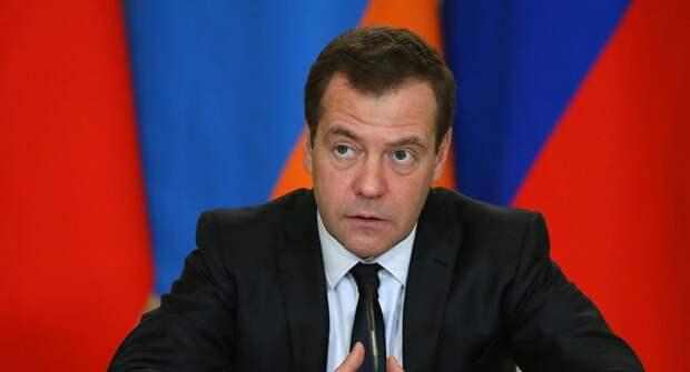Дмитрий Медведев ликвидировал так и не утвержденную программу развития пенсионной системы