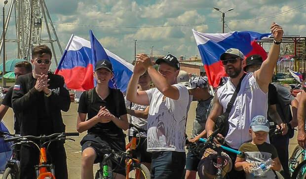 Волжане отметили День России исторической реконструкцией и велопробегом