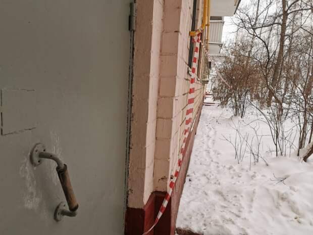 Дверь подъезда в доме на Алтуфьевском шоссе отремонтировали