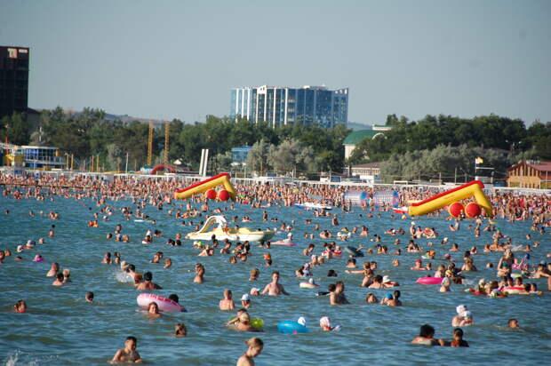 На черноморских курортах России напоминание о covid-19 воспринимается почти как хамство