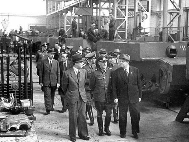 Немцы на танковом заводе в Чехии