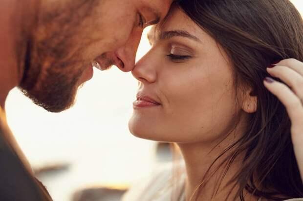 Простая мужская модель поведения, которая указывает женщинам на то, что перед ними мужчина на которого стоит обратить внимание