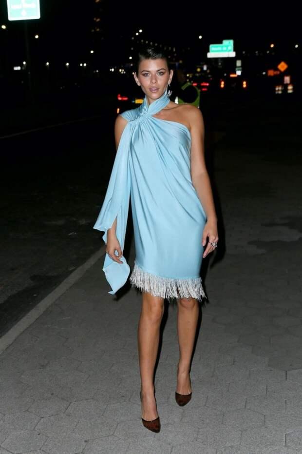 Платье из шарфа