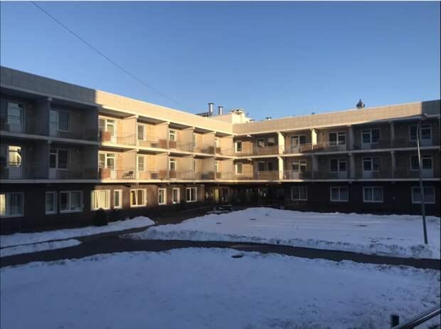 Новый, 3-х этажный корпус. На первом этаже администрация, остальные два - жилые.
