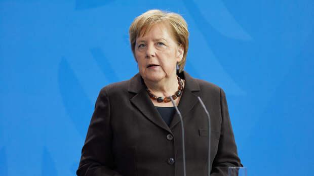Меркель призвала немедленно освободить Навального