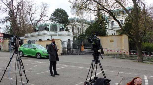 """В Чехии хотят забрать часть """"оккупированной"""" российским посольством земли"""