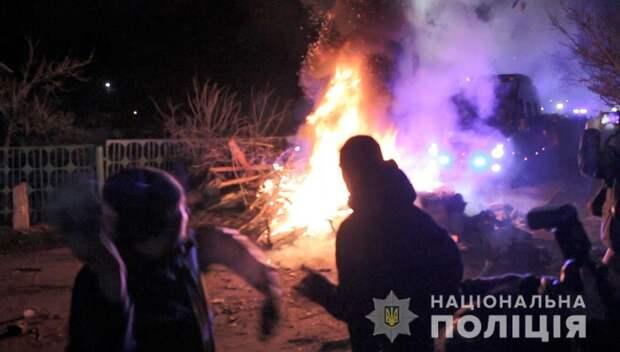 «Я бы повторила»: украинка раскрыла, почему забросала камнями эвакуированных из Китая