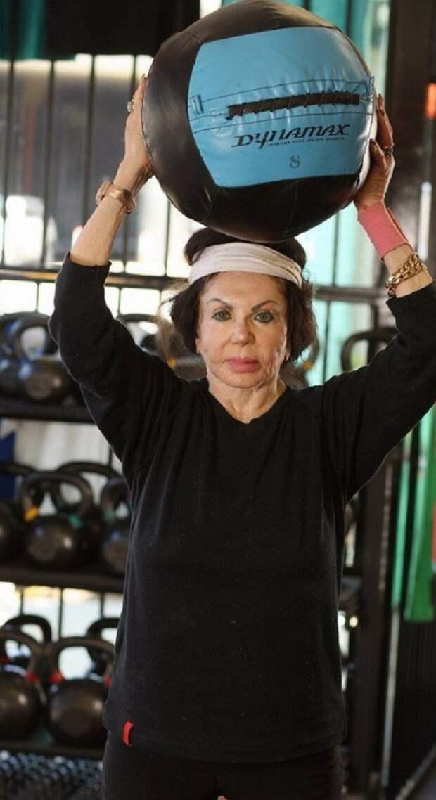 Вот как выглядит 95-летняя мать самого востребованного актера 90-х Сильвестра Сталлоне...