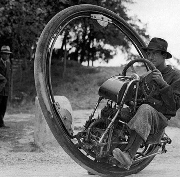 6. Знаменитый одноколесный мотоцикл с максимальной скоростью 150 км в час (1931 г.)