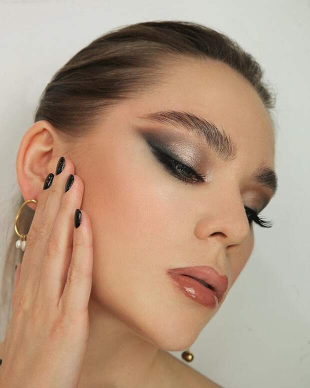 Блеск и яркость: модные тренды лета в макияже и как их правильно использовать