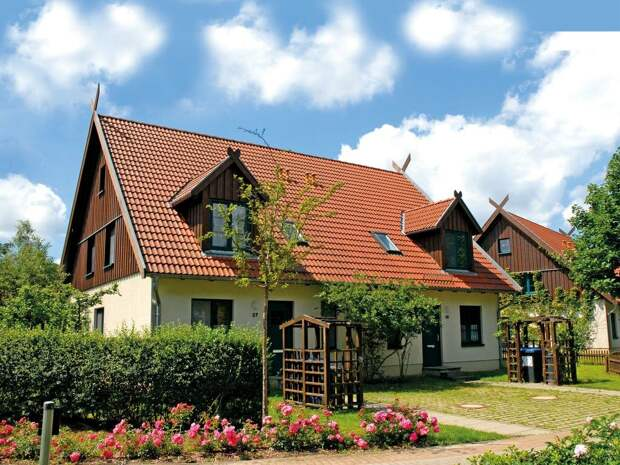приблизительно такой дом был у Вилли - нашего друга в ГДР, он был инженером на заводе, обычным инженером.