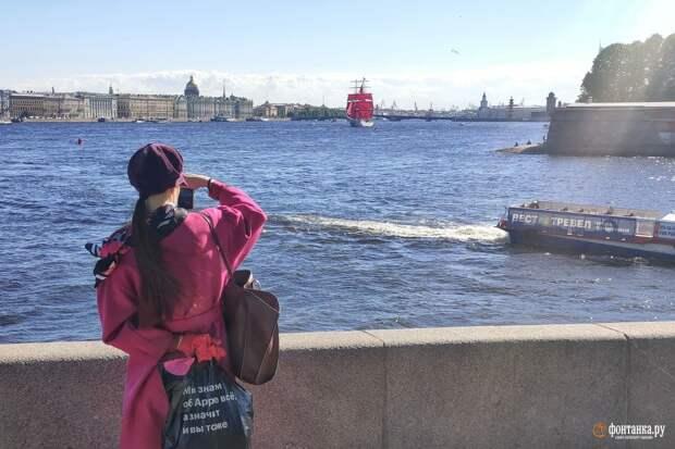Температура в Петербурге пока ещё выше нормы, но к выходным погода готовит сюрпризы