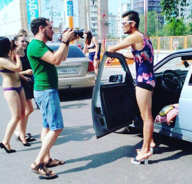 Полный бак за бикини: как самарская АЗС заставила девушек раздеться