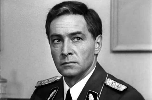 Названы фильмы, которые россияне смотрят в преддверии Дня Победы