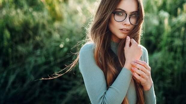 Самые красивые девушки в очках