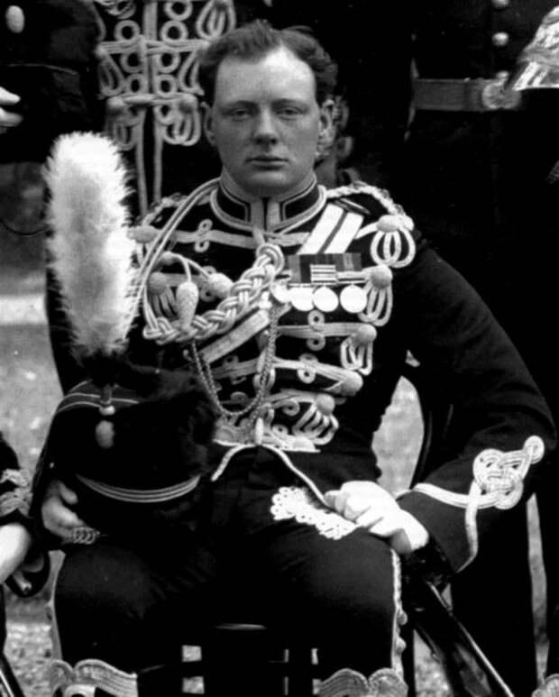 Молодой Уинстон Черчилль в форме, 1895  история, люди, фото
