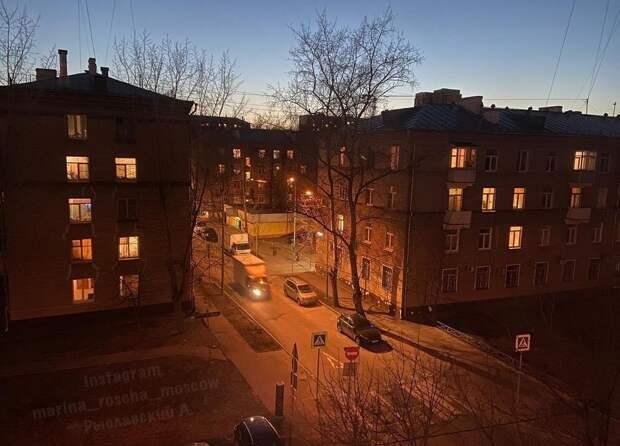 Фото дня: теплый свет озарил Марьину рощу
