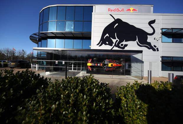 Red Bull увела у Mercedes ещё пять сотрудников