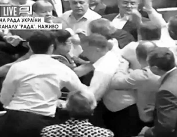 Украинские депутаты подрались в Раде