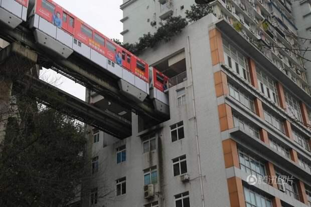 7 поездов, которые проходят через самые необычные места, image #6