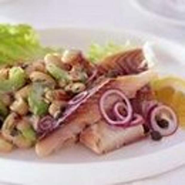 Салат Оливье с рыбой и фасолью