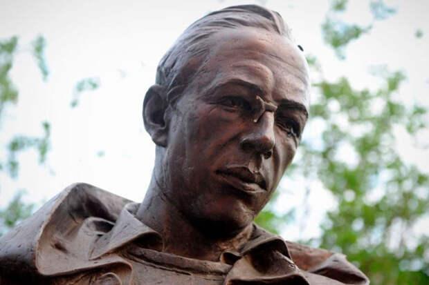 Полицейский закрыл дело о краже детали памятника на основе ложных показаний