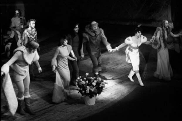 Жизнь Анастасии Вертинской в фотографиях