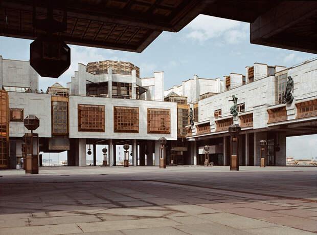 Футуристические здания позднего СССР, которые кажутся иллюстрациями кфэнтези