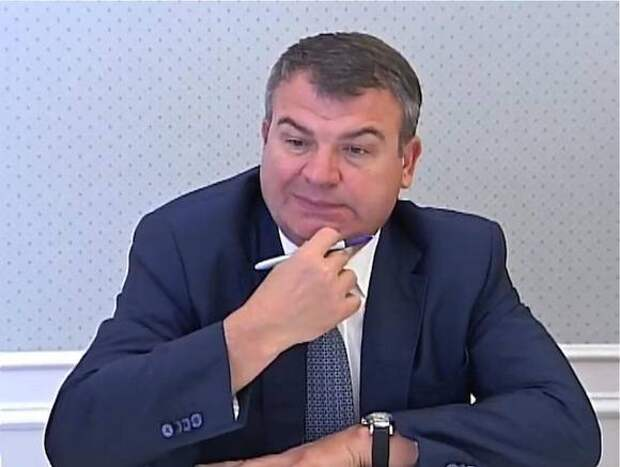 Следователи избавляются от протокола допроса Сердюкова