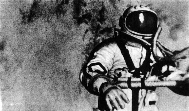Первый человек в открытом космосе