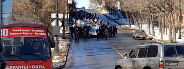 Хабаровские майданщики напали на полицейских