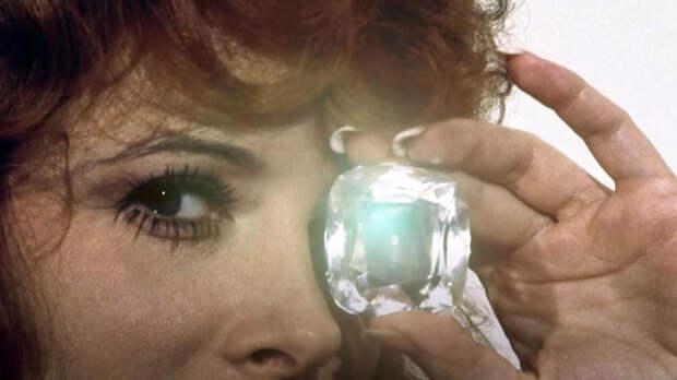 Бриллианты Бонда и афера века: удивительные истории алмазов