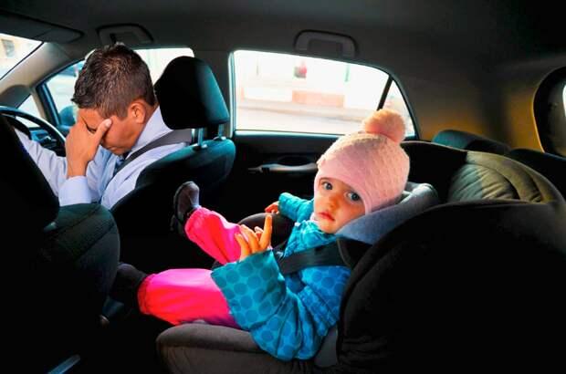 Пассажиры забыли в такси маленькую девочку. Таксист хотел сдать ее в приют, но увидев её документы, остолбенел