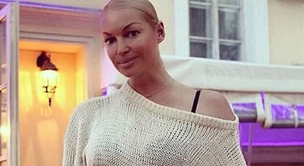 Волочкова встревожила поклонников сообщением о проблеме выпадения волос