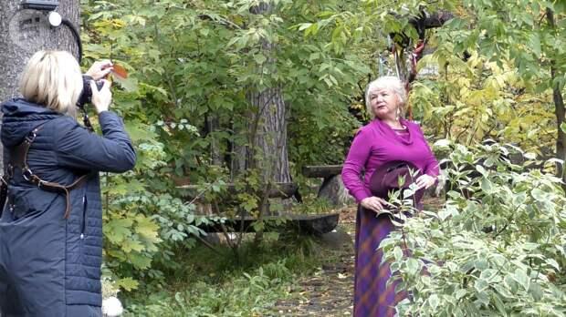 В Удмуртии провели фотосессию для пенсионеров в рамках фестиваля «Яркие краски осени жизни»