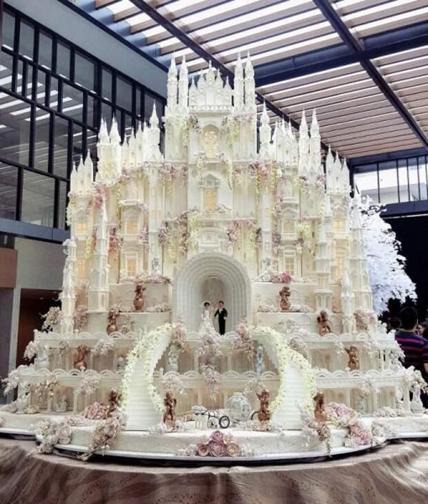 Действительно необычные торты. Такие торты и есть не осмелишься.