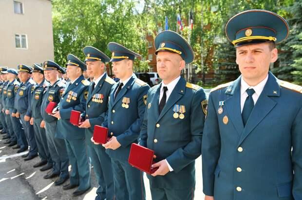Спасатели Удмуртии, тушившие пожар на арсенале в Пугачево, получили государственные награды